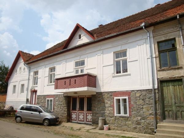 Casa în care s-a născut şi a locuit Dr. Ion Sîrbu.