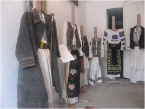 Costum popular - muzeul satesc
